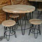 Meja Cafe Kombinasi Kayu dan Besi