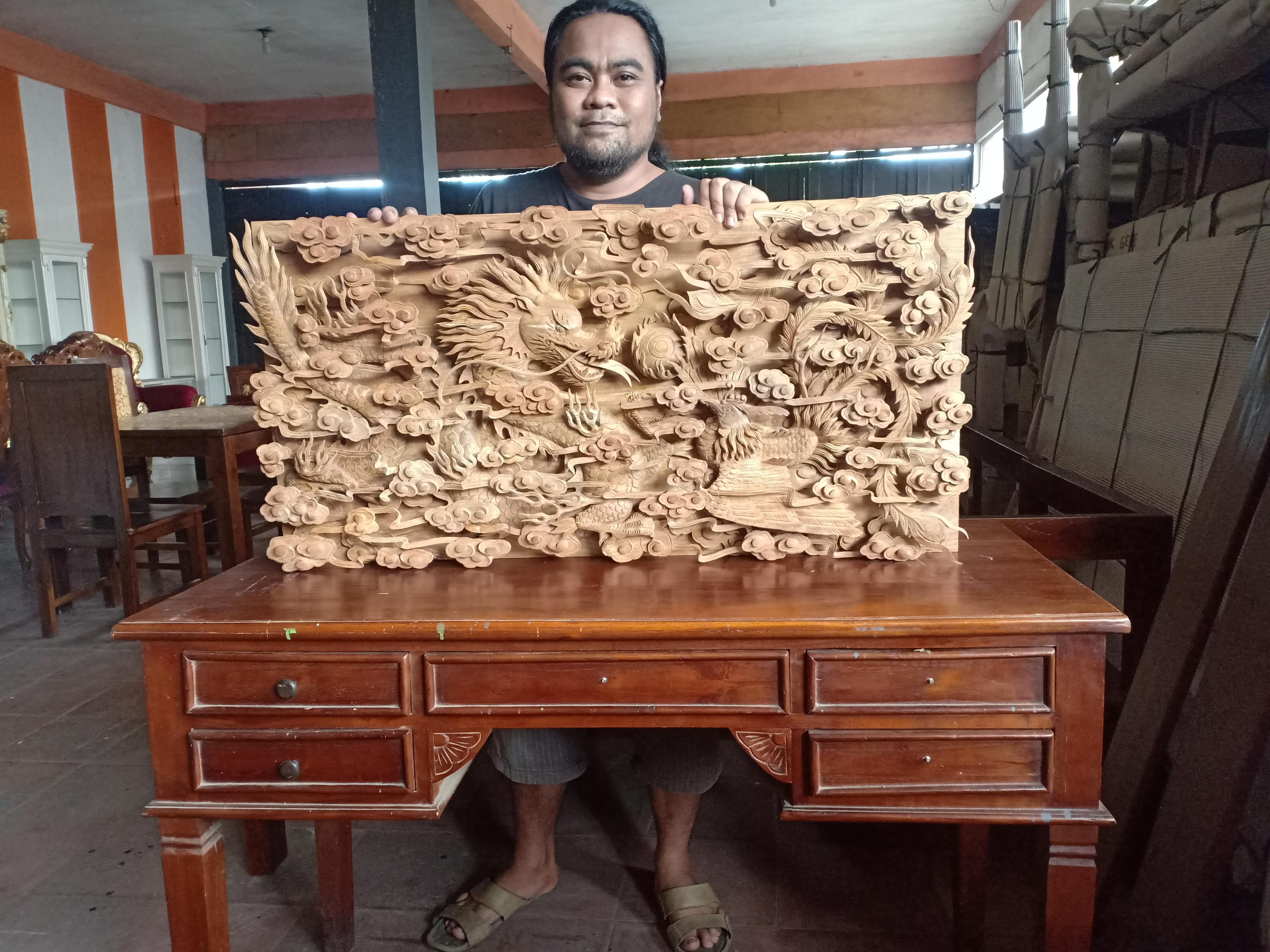 Hiasan dinding relief naga