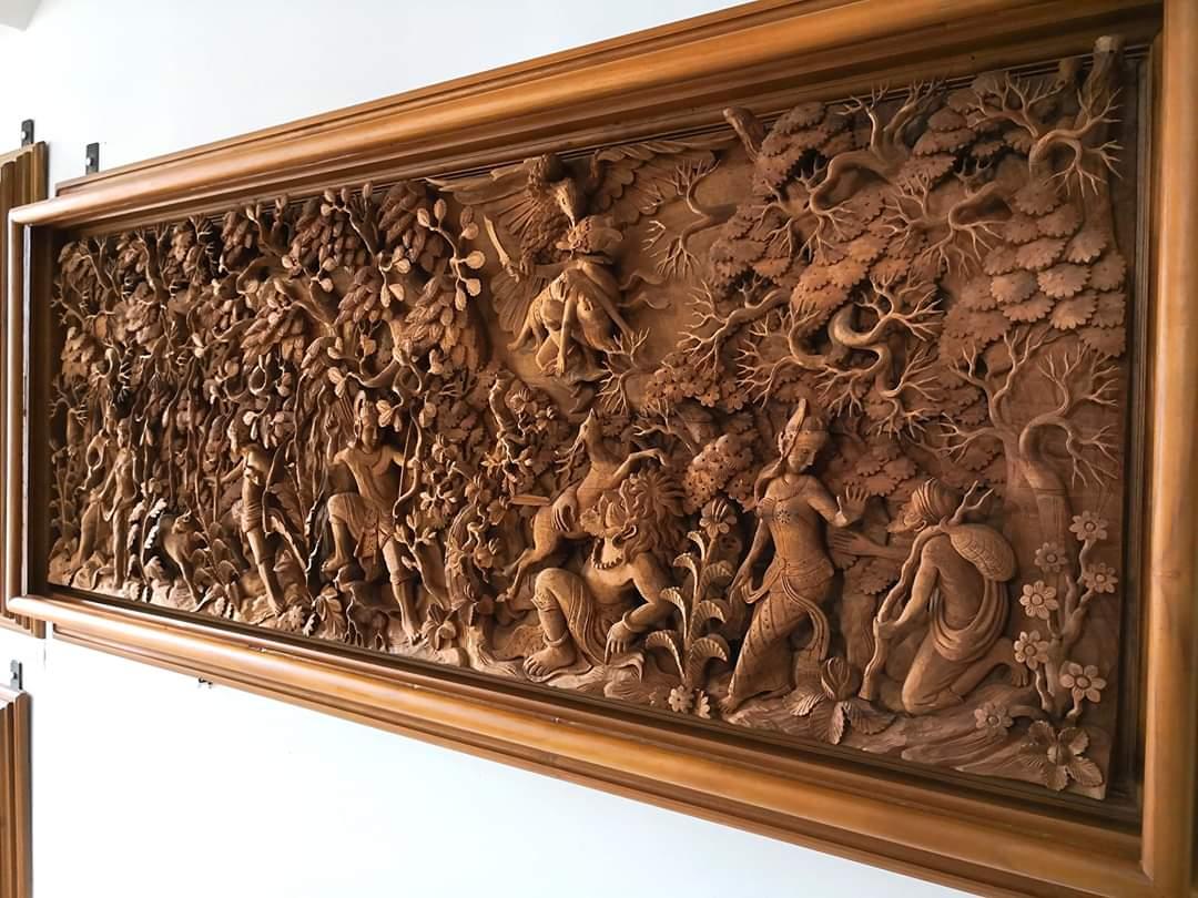 Hiasan dinding ukiran motif ramayana