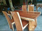 Meja makan kayu solid trembesi