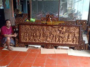 Hiasan dinding ukiran cerita ramayana