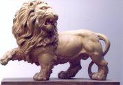 Patung singa kayu jati