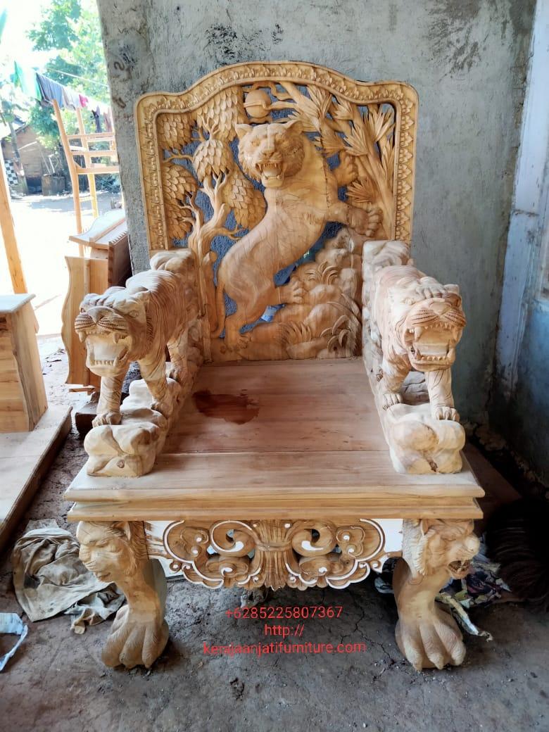 Kursi ukiran raja motif singa