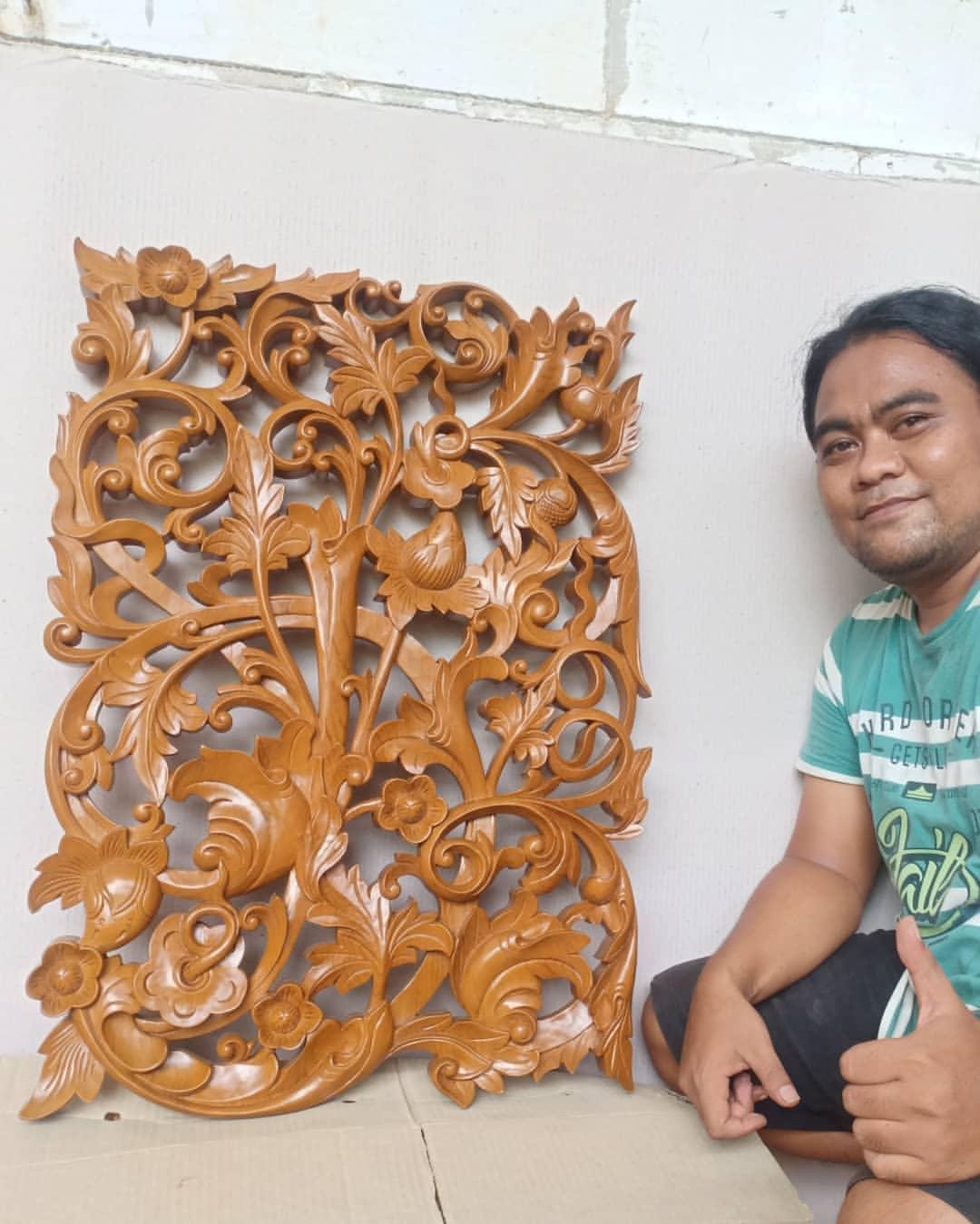 Ukiran hiasan dinding kayu jati